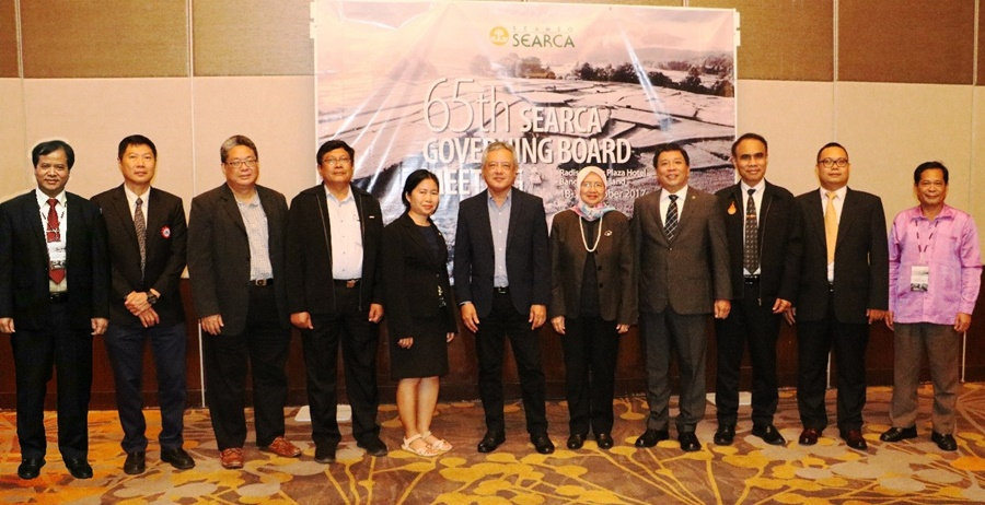 The SEARCA Governing Board Members. From left to right: Dr. Tran Van Dien of Vietnam; Mr. Prasert Tepanart, Deputy Director for Administration and Communication, representing Dr. Gatot Hari Priowirjanto, Director of the SEAMEO Secretariat; Dr. Chew Fook Tim of Singapore; Dr. Ye Tint Tun of Myanmar; Dr. Seng Mom of Cambodia; Dr. Gil C. Saguiguit, Jr., SEARCA Director; Prof. Datin Paduka Dr. Aini Ideris of Malaysia; Dr. Fernando C. Sanchez, Jr. of the Philippines; Dr. Jakrit Yearam representing Dr. Viroj Limkaisang of Thailand; Dr. Syafarudin representing Prof. Dr. Ocky Karna Radjasa of Indonesia; and Dr. Somphong Chanthavong of Lao PDR.