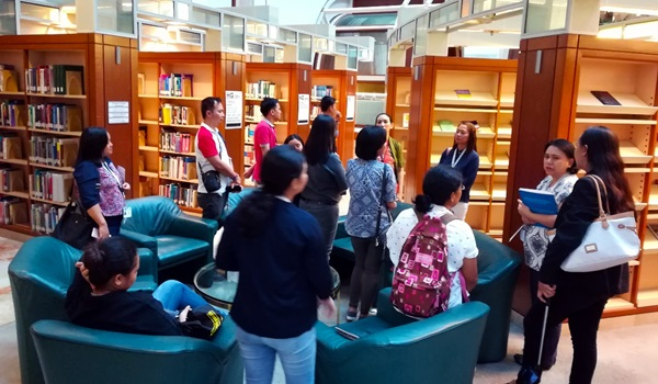 Participants exploring the ADB Knowledge Sharing and Services Center (KSSC).