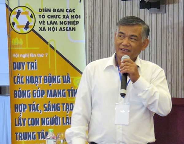 Mr. Somsack Sysomvang, AWG-SF Focal Point of Lao PDR, presenting in the session on 'Community Economy and Livelihoods.'
