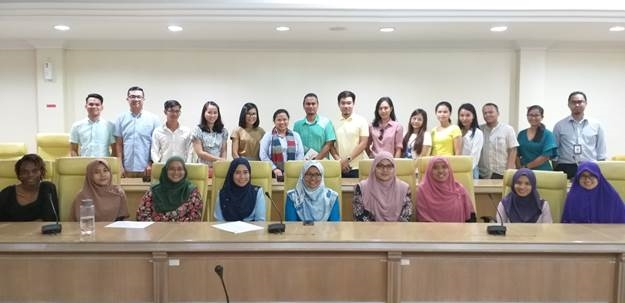 Dr. Maria Cristeta N. Cuaresma (back row, sixth from left) with SEARCA scholars during the orientation-meeting at UPM main campus.