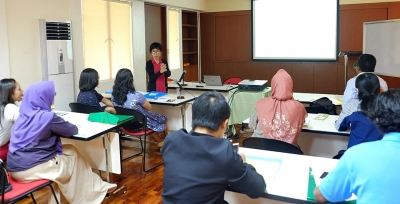 Basic English Course commences for new SEARCA scholars